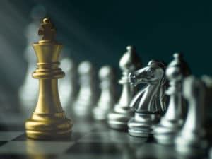 Imagem com tabuleiro e peças de xadrez que representam o planejamento estratégico